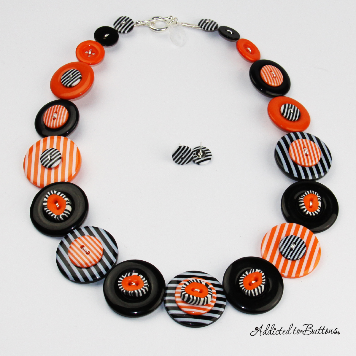2014_necklace_orangeBlackStripes_01
