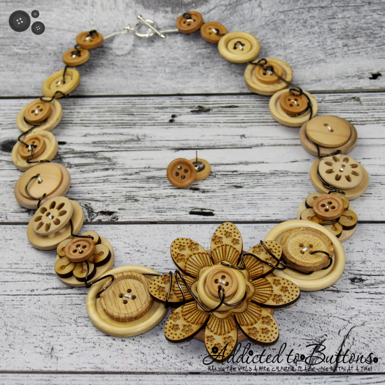 2015_Necklace_CrazyDaisyWoodWired_01