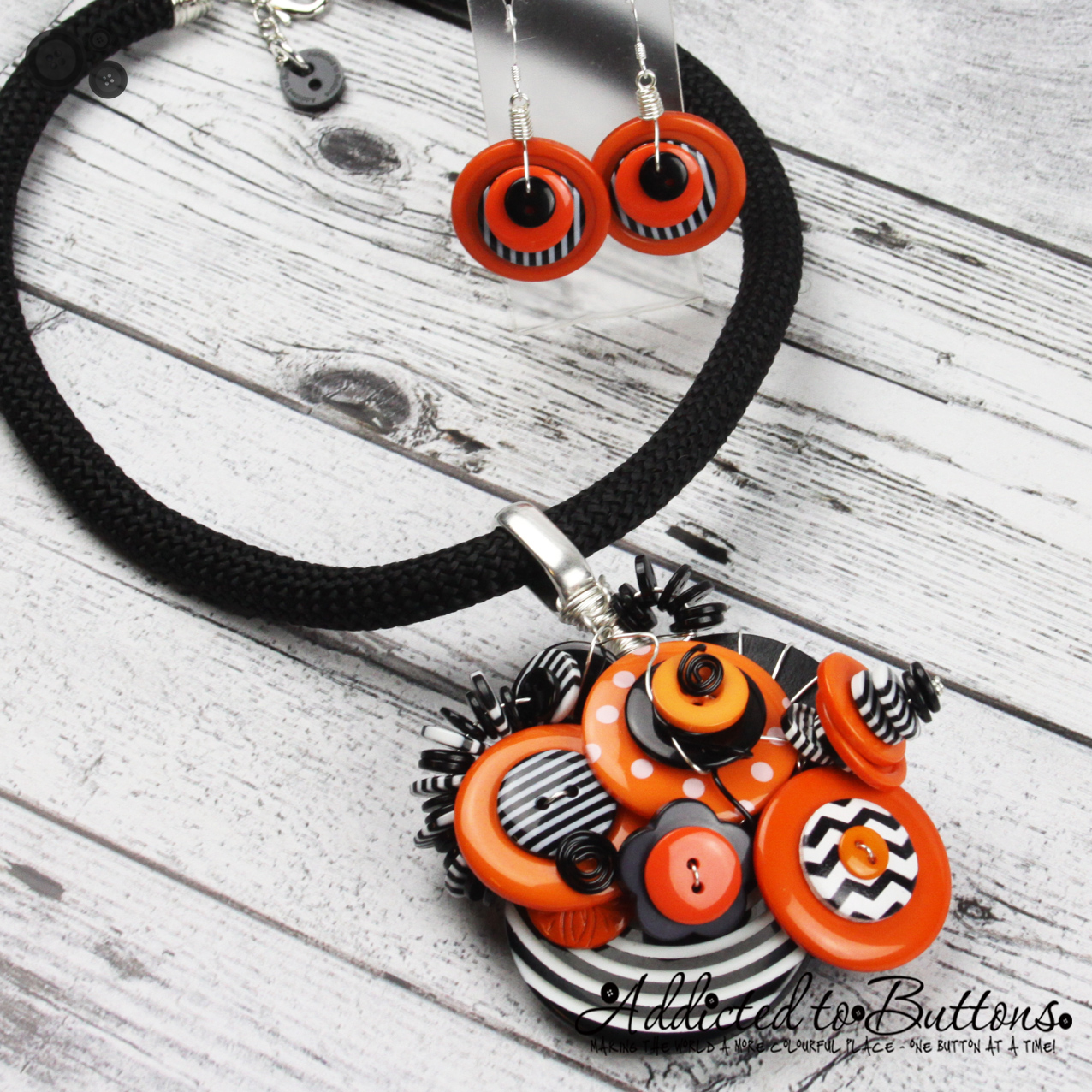 2015_Rope_Necklace_ClusterBlackOrange_01