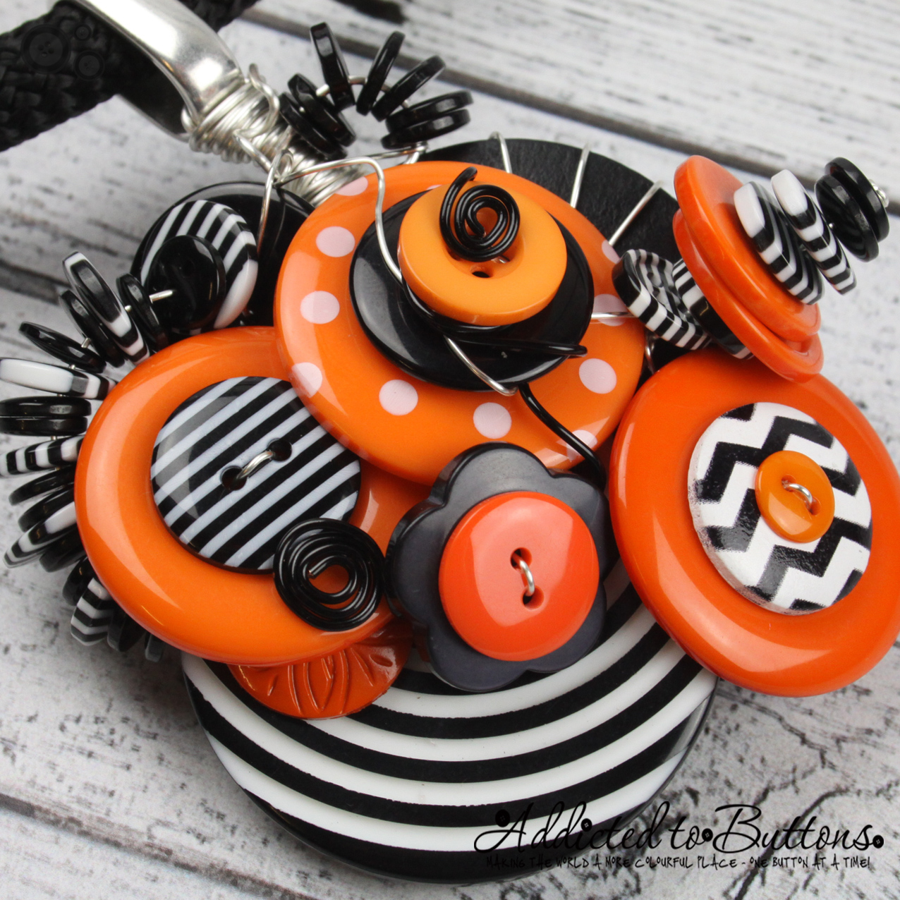 2015_Rope_Necklace_ClusterBlackOrange_03