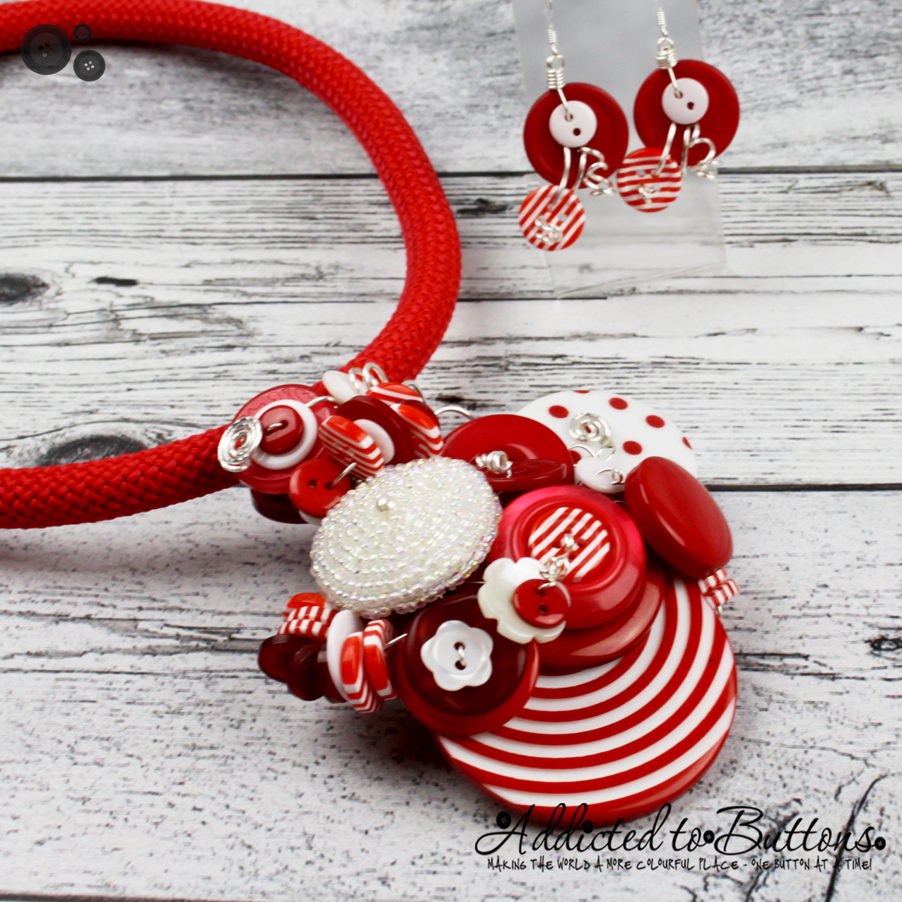 2015_Rope_Necklace_Cluster_redwhitestripe_01