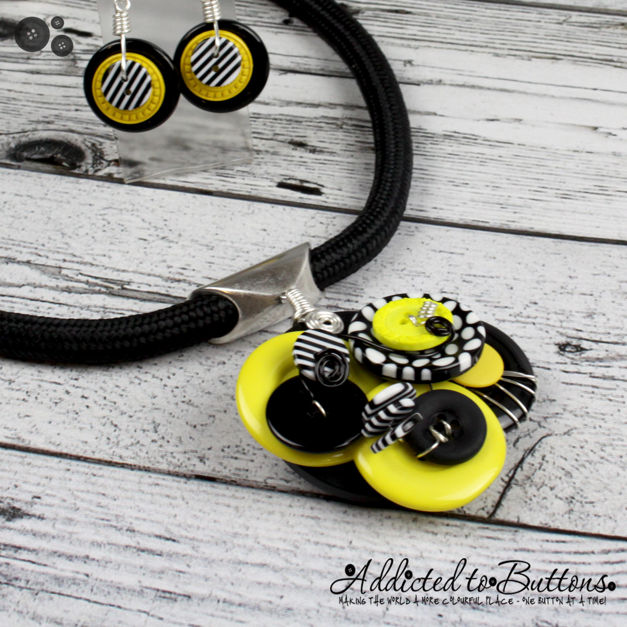 2015_Rope_Necklace_cluster_YellowBlk_02
